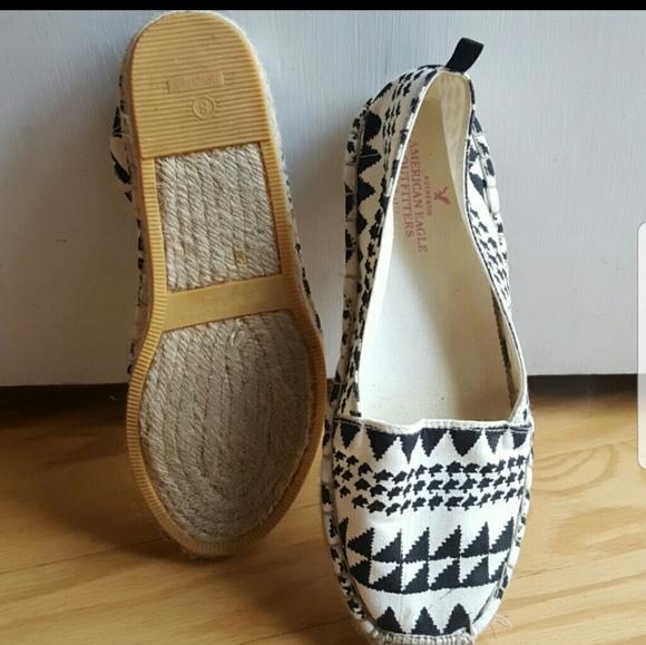 American Eagle Outfitters Shoes - Cute canvas slide on shoes